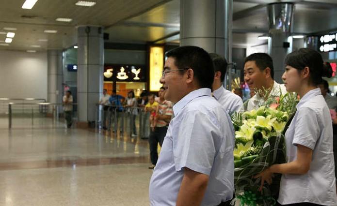 张尚武抵达南京 接受陈光标万元月薪职位-和讯