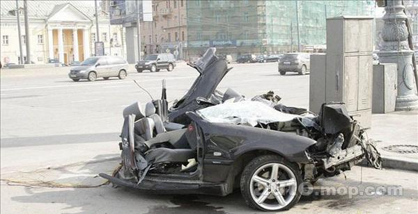 新标致308车祸