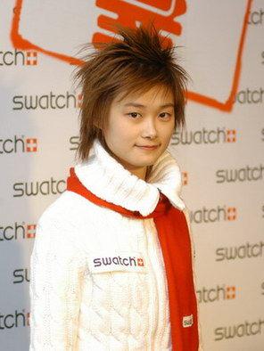 李宇春6年成长路 青涩少女时尚造型蜕变(图3)