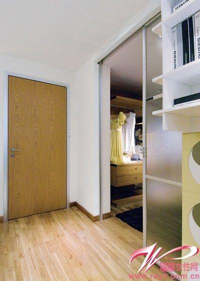 磨砂玻璃推拉门让卧室更加独立