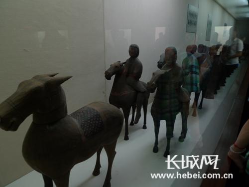 全国网络媒体湖北行采访团参观荆州博物馆