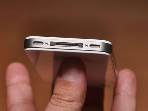 苹果iphone 4s机身底部的麦克风和扬声器