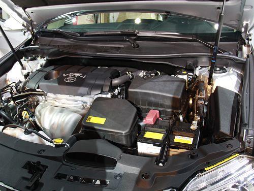 全新一代凯美瑞2.5l车型发动机舱