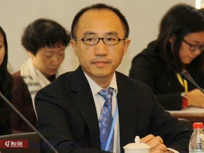 香港金管局助理总裁、香港金融研究中心主任,博源基金会学术委员何东