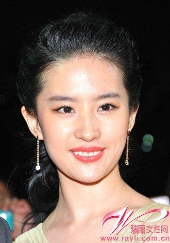 刘亦菲性感图片大全_刘亦菲一身裸色短裙性感亮相
