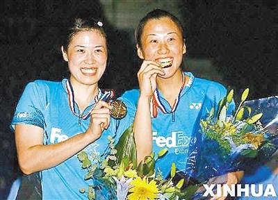在国家队时,高崚左和黄穗右是多年的女双搭档 新华社资料照...