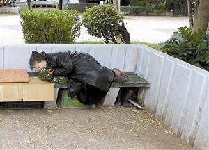 街头上无家可归的希腊居民。