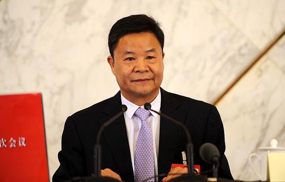 图文:全国政协十二届二次会议新闻发言人吕新华