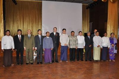 俄罗斯驻缅甸大使瓦西里·波斯佩洛夫致开幕辞,高度评价中国在反法西斯战争中作出的不可磨灭的贡献。驻缅甸大使杨厚兰讲话表示,中俄是反法西斯战争亚洲和欧洲主战场,为二战胜利付出了惨重牺牲,做出了巨大贡献,缅甸也是反法西斯阵营重要一员,我们应铭记历史、缅怀先烈、珍爱和平、开创未来。