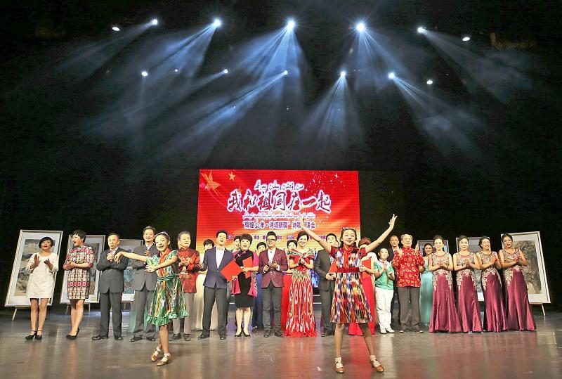 以诗献礼 赞美祖国赞美新疆高清图片