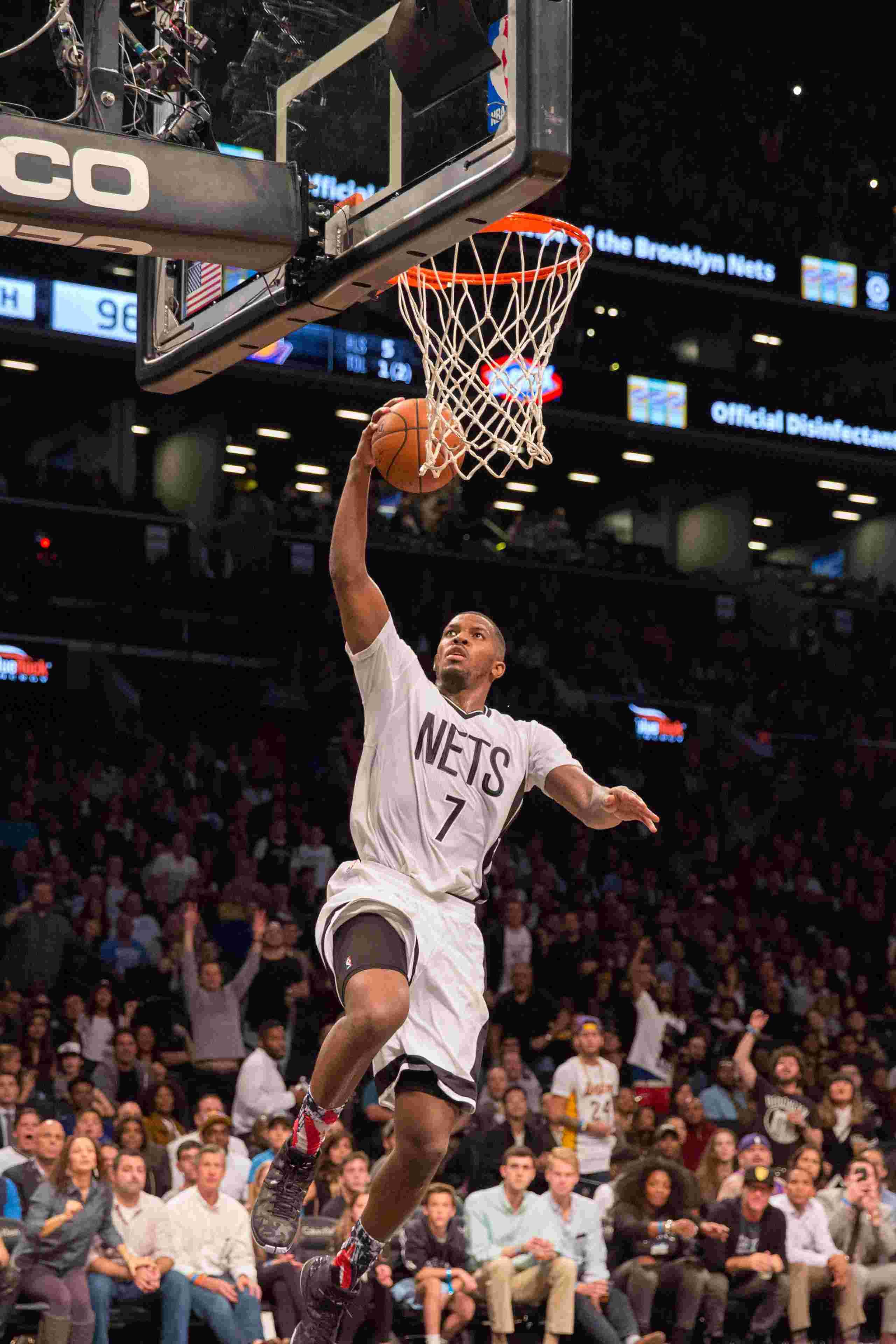 (锐视角)(4)篮球--NBA常规赛:湖人战胜网队