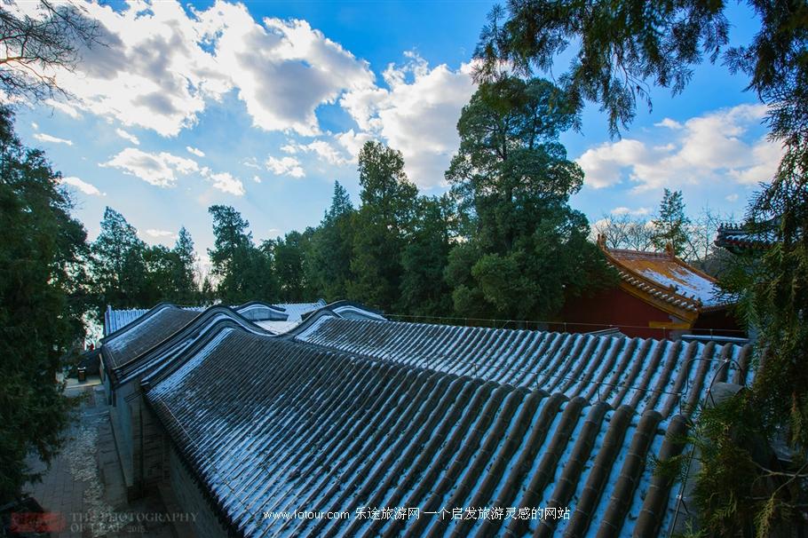 北京雾霾后 蓝天白云下的颐和园