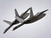 美军一大群F22战机进驻英国