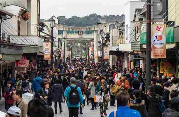 """中国游客去年在日本""""爆买""""800亿元成经济救星"""